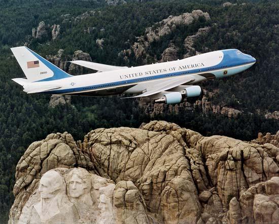 'Pháo đài bay' bất khả chiến bại của Tổng thống Mỹ đặc biệt như thế nào? Ảnh 2