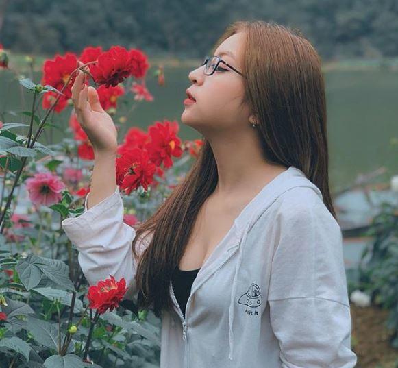 Bạn gái Quang Hải bị chỉ trích vì thích mặc đồ hở vai, thiếu vải Ảnh 1