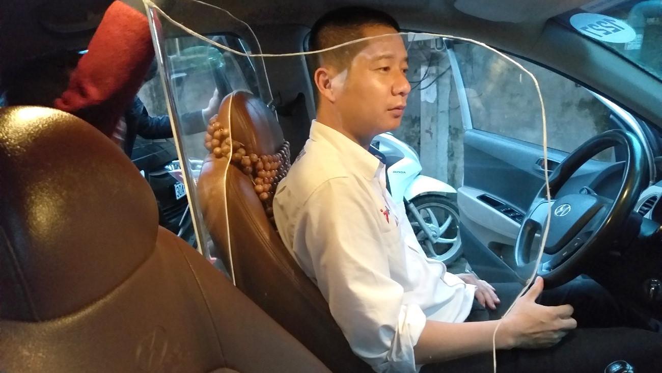 100% xe taxi tại Việt Nam sắp được lắp vách ngăn chống cướp? Ảnh 1