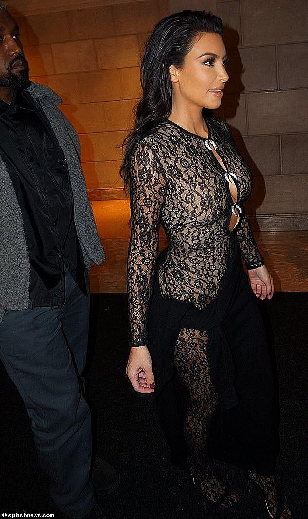 Những lần mặc như không của Kim 'siêu vòng ba' bị chỉ trích Ảnh 8