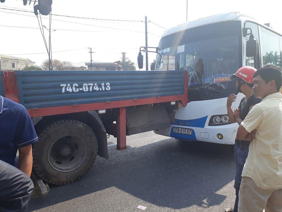 Tai nạn liên hoàn tại chốt giao thông nguy hiểm Ảnh 1