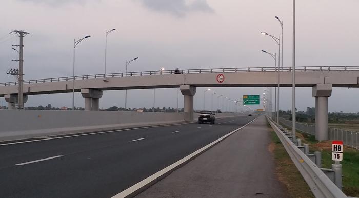 Truy tìm những kẻ ném đá vỡ kính ô tô trên cao tốc Hạ Long – Hải Phòng Ảnh 2