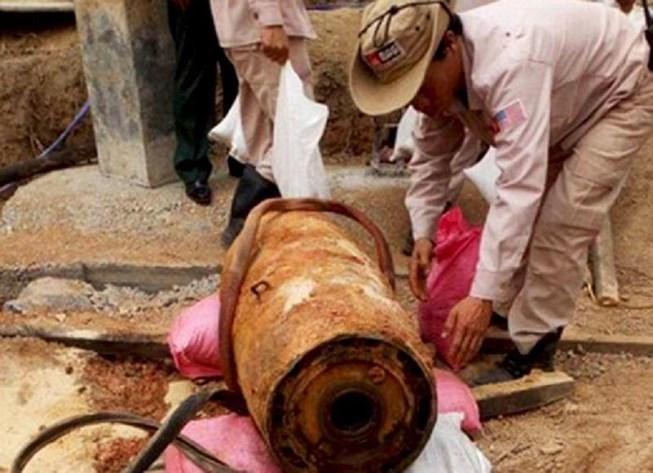 Phát hiện quả bom gần 350kg khi đào móng nhà Ảnh 1
