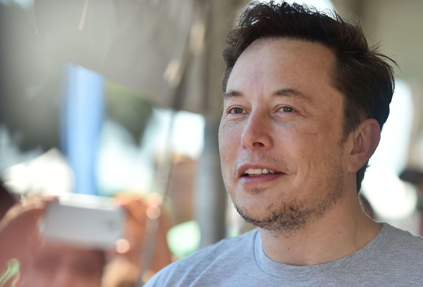 Elon Musk từng sống với 1 đô la một ngày và những bí mật thời thơ ấu của tỷ phú công nghệ Ảnh 1