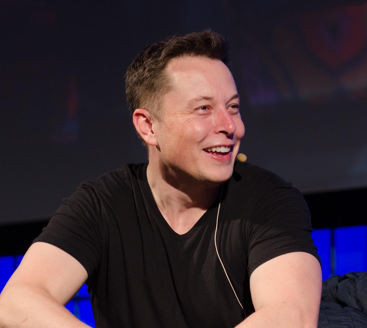 Elon Musk từng sống với 1 đô la một ngày và những bí mật thời thơ ấu của tỷ phú công nghệ Ảnh 3