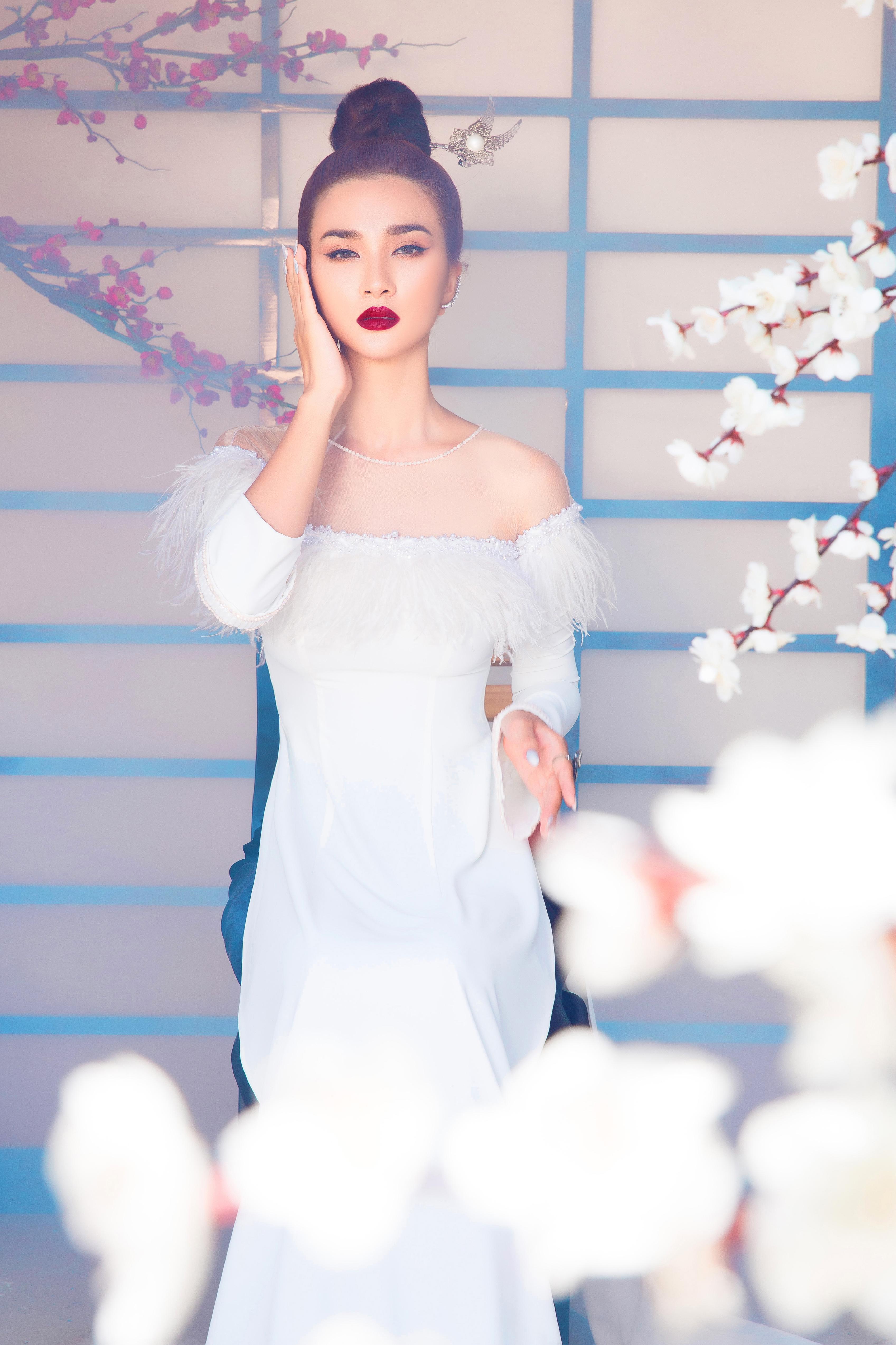 Kim Tuyến diện áo dài cách tân khoe vai trần nõn nà Ảnh 8