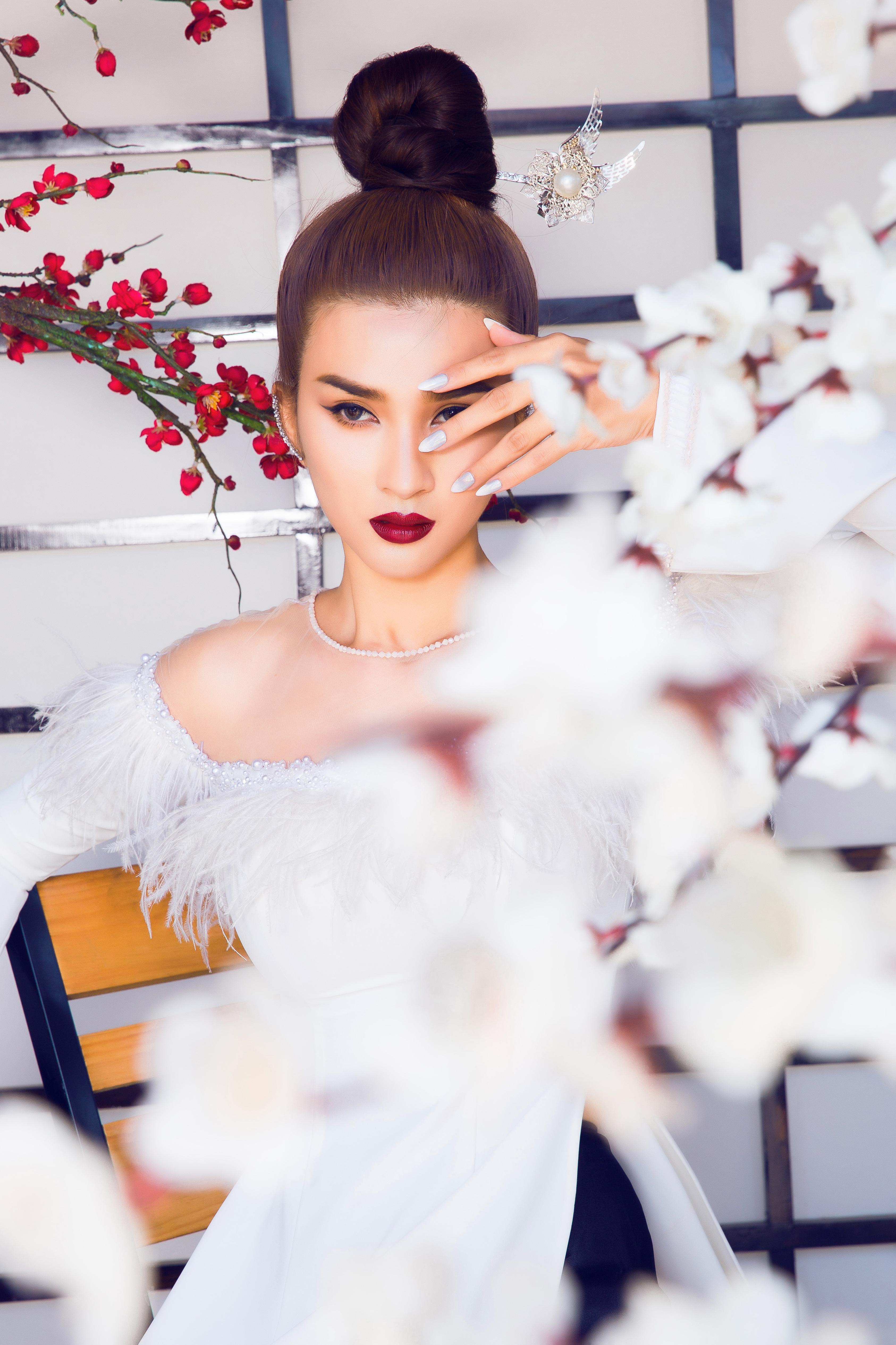 Kim Tuyến diện áo dài cách tân khoe vai trần nõn nà Ảnh 10