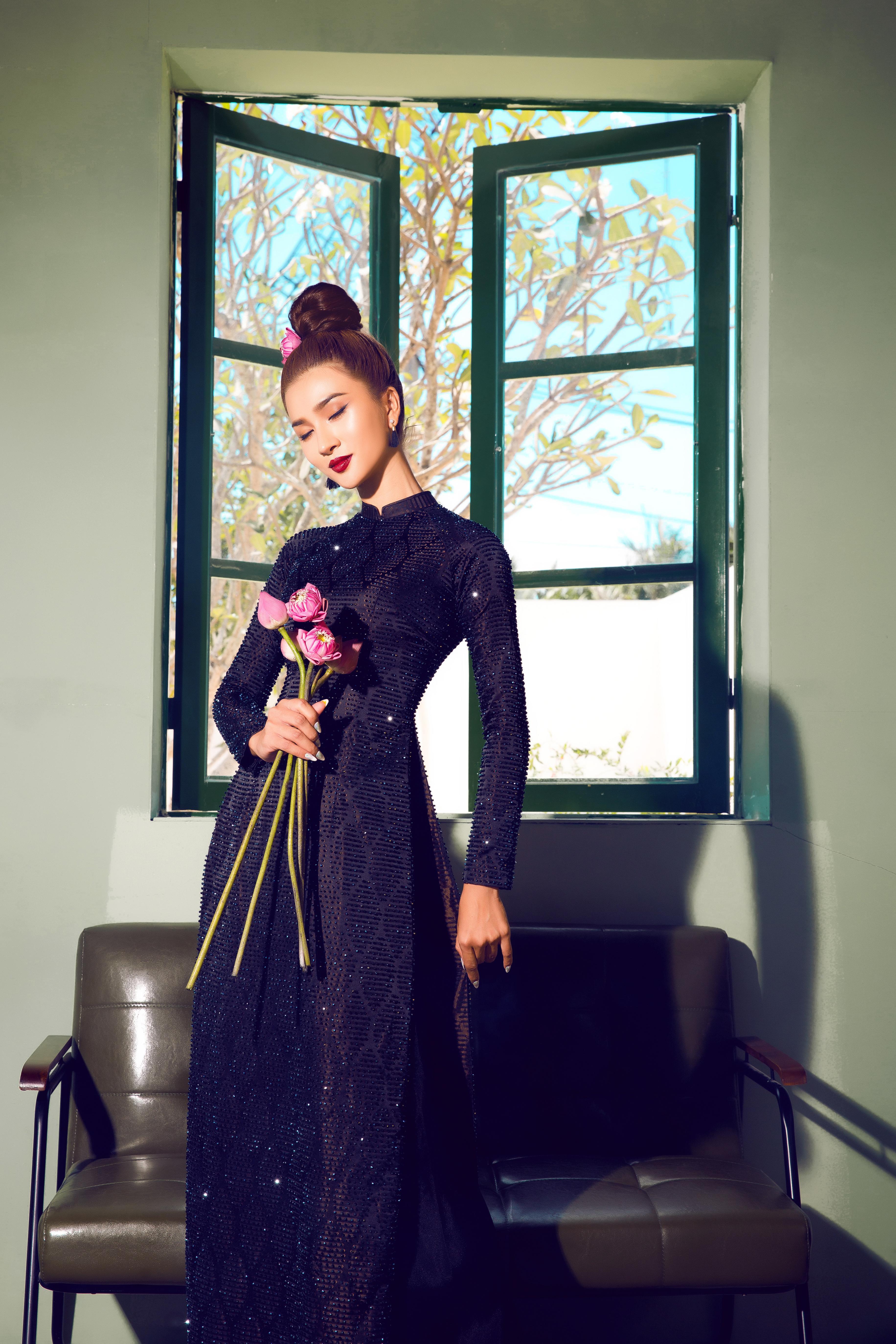 Kim Tuyến diện áo dài cách tân khoe vai trần nõn nà Ảnh 12