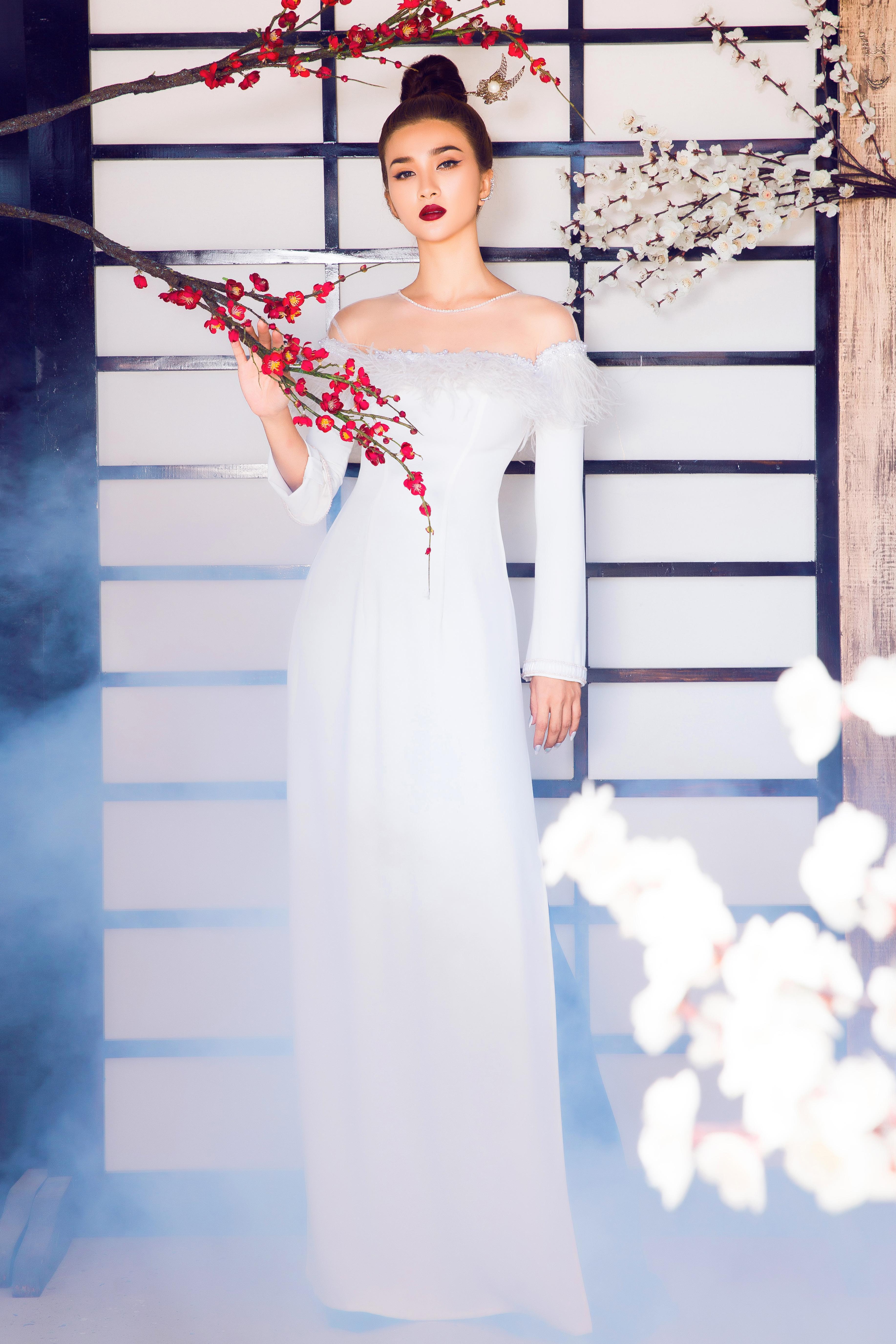 Kim Tuyến diện áo dài cách tân khoe vai trần nõn nà Ảnh 11