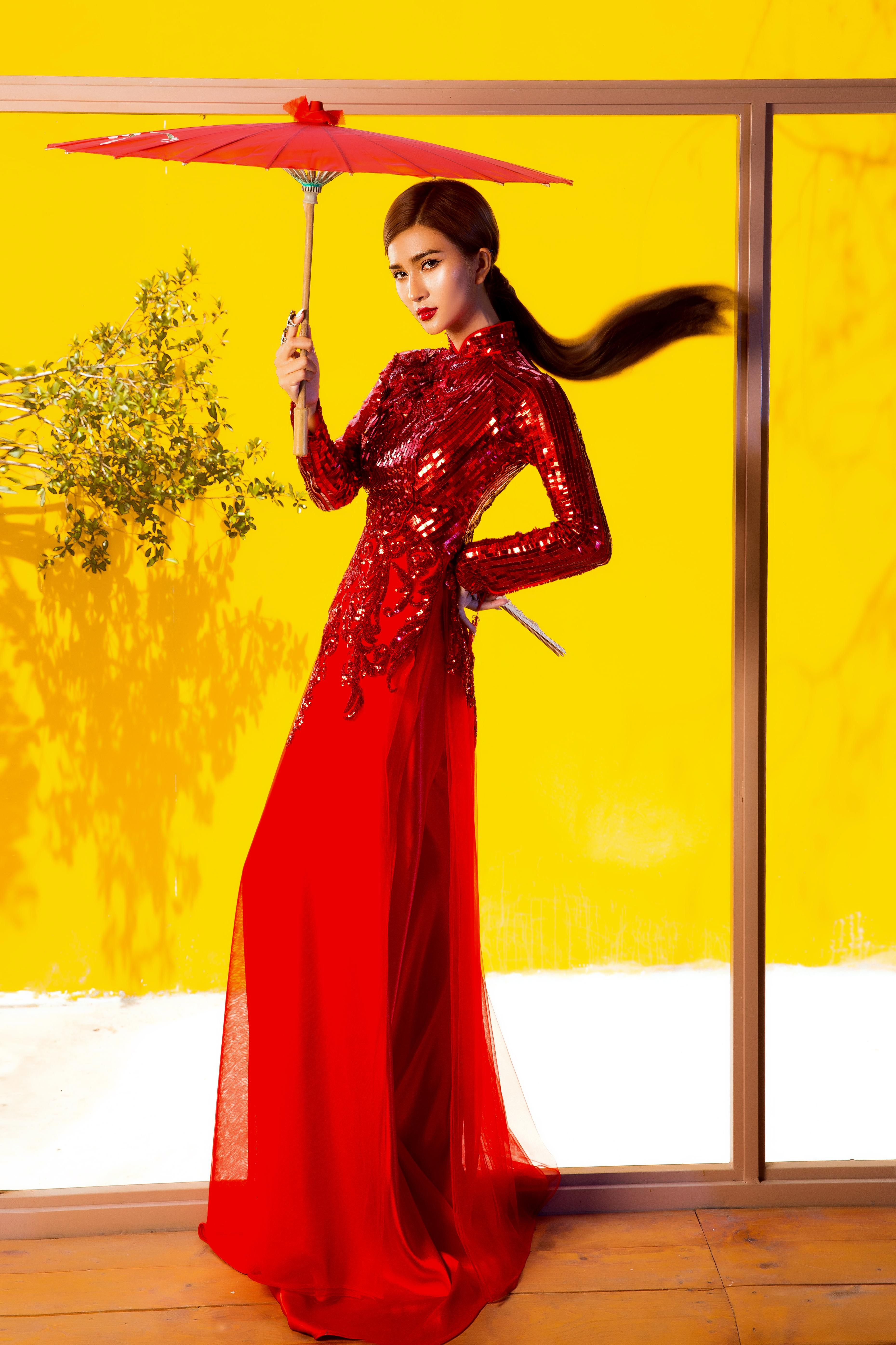 Kim Tuyến diện áo dài cách tân khoe vai trần nõn nà Ảnh 7