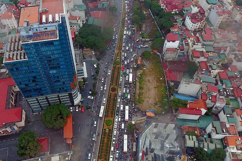 Thí điểm cấm xe máy tuyến Lê Văn Lương hoặc Nguyễn Trãi: Người dân và chuyên gia nói gì? Ảnh 1