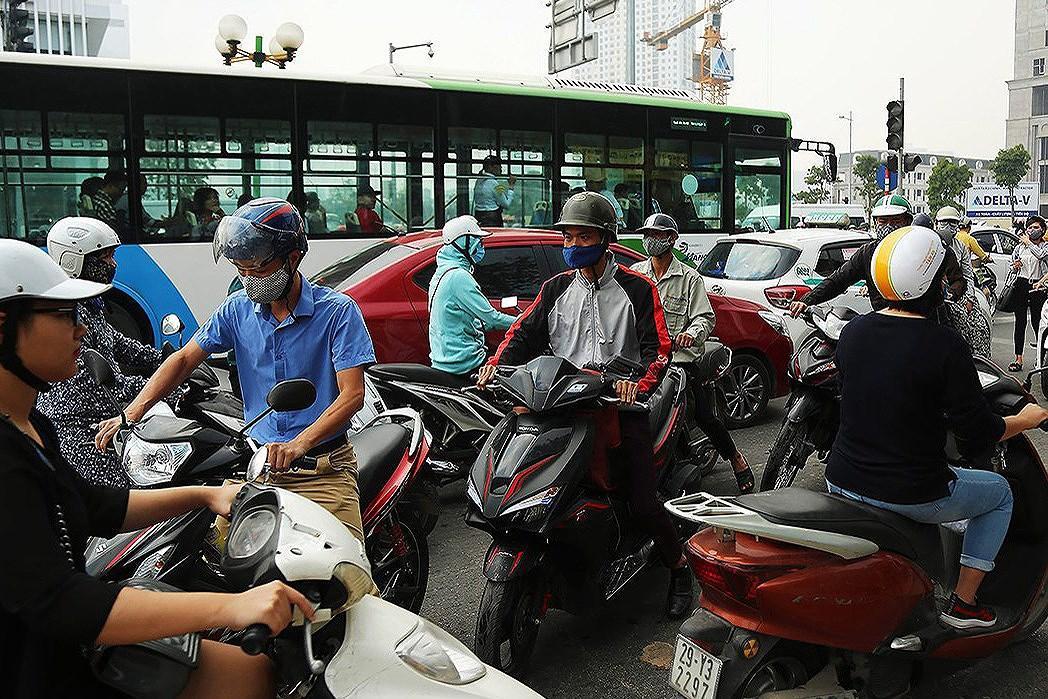 Thí điểm cấm xe máy tuyến Lê Văn Lương hoặc Nguyễn Trãi: Người dân và chuyên gia nói gì? Ảnh 2