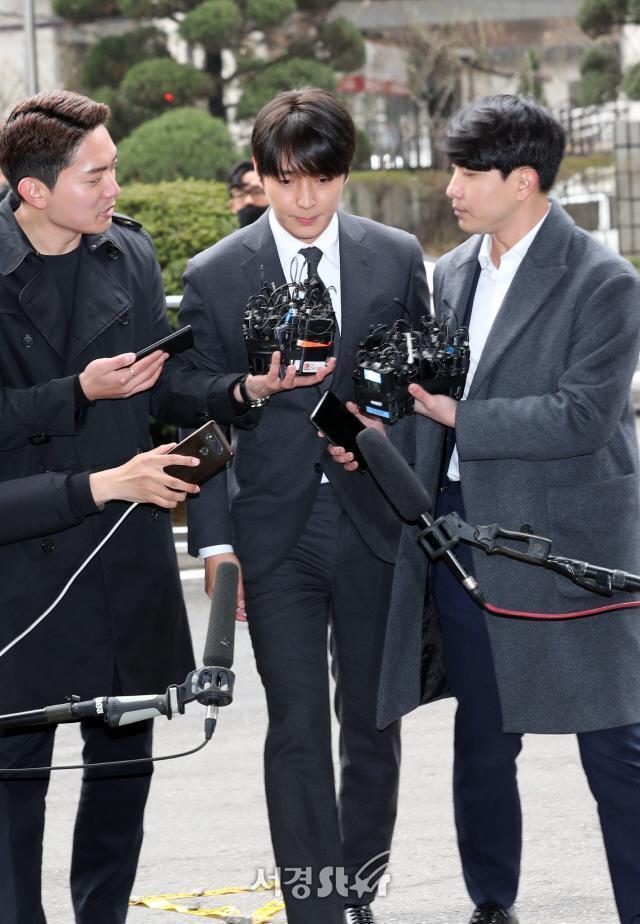 Choi Jong Hoon trình diện, Seungri bị tố tổ chức mại dâm ở nước ngoài Ảnh 2