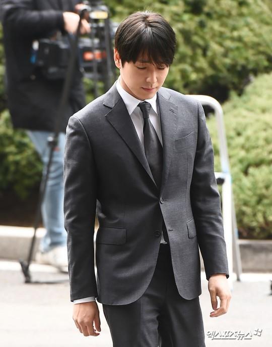 Choi Jong Hoon trình diện, Seungri bị tố tổ chức mại dâm ở nước ngoài Ảnh 5