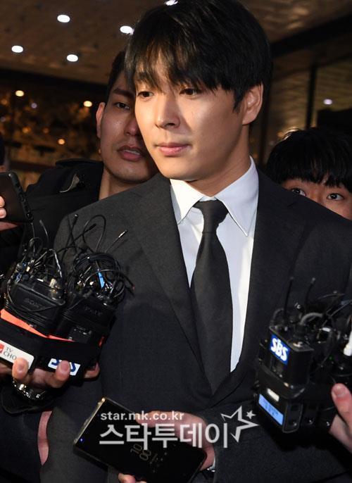 Choi Jong Hoon trình diện, Seungri bị tố tổ chức mại dâm ở nước ngoài Ảnh 6