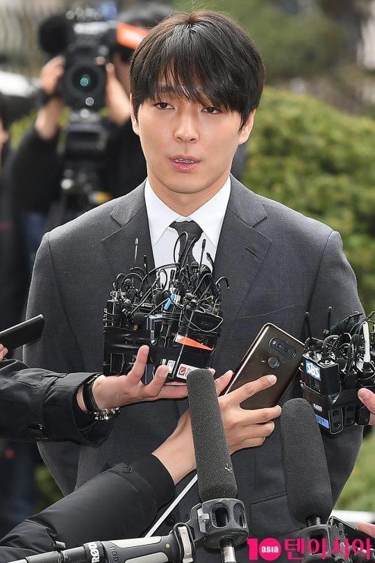 Choi Jong Hoon trình diện, Seungri bị tố tổ chức mại dâm ở nước ngoài Ảnh 1