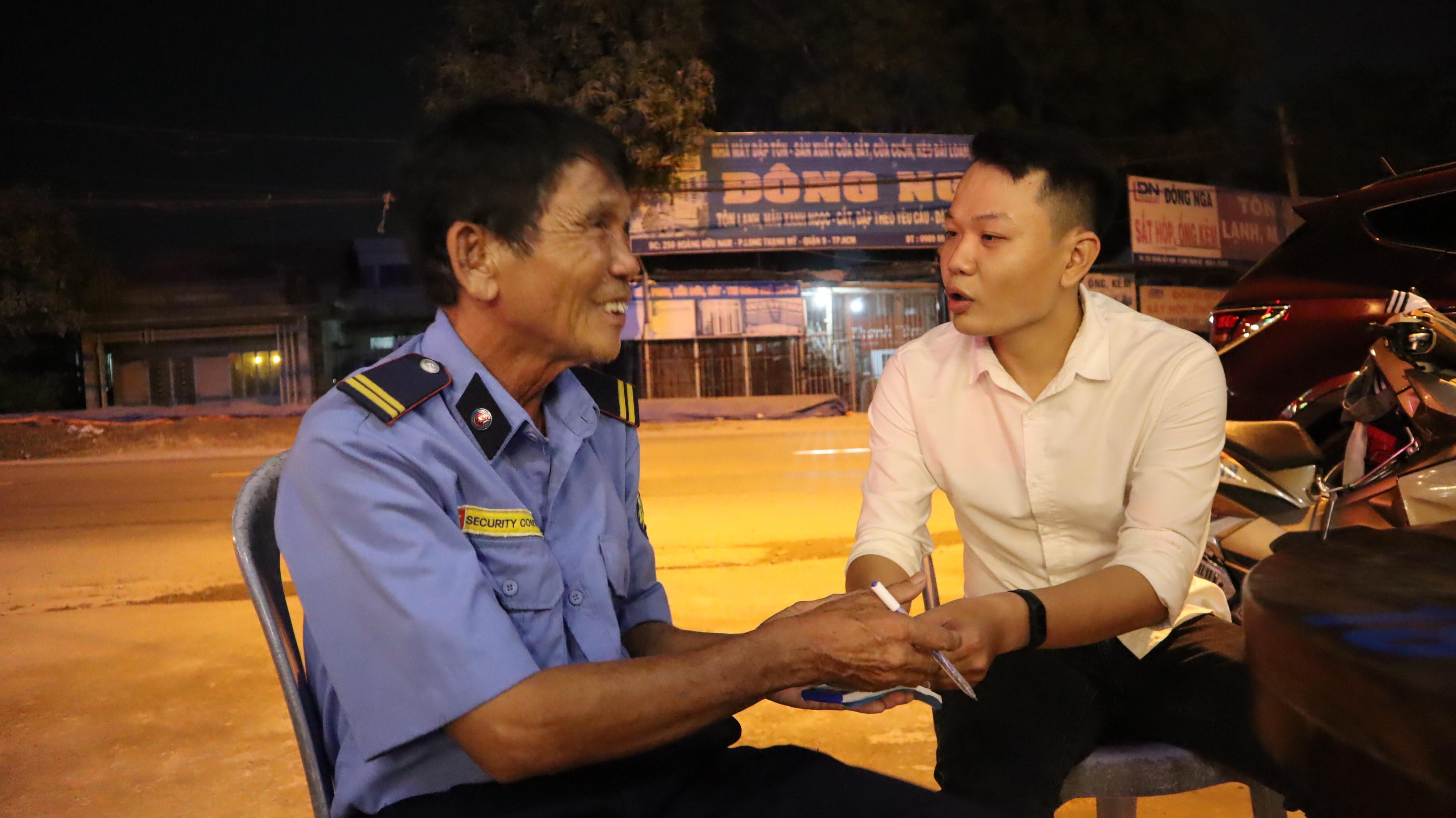 Bảo vệ già ở Sài Gòn bị dàn cảnh trộm xe SH: Không nhận thêm tiền, giúp lại người khác Ảnh 2