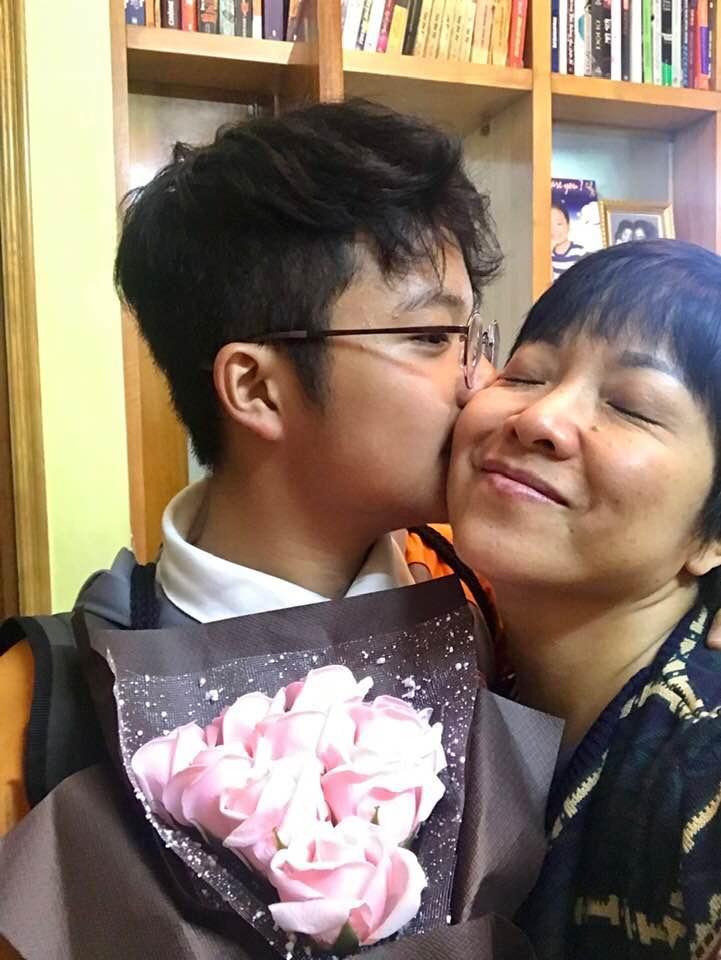 MC Thảo Vân nghẹn ngào trước dòng tâm sự của con trai: 'Sau li hôn con luôn thiệt thòi nhưng mẹ đã thay thế vị trí của cả hai người' Ảnh 2