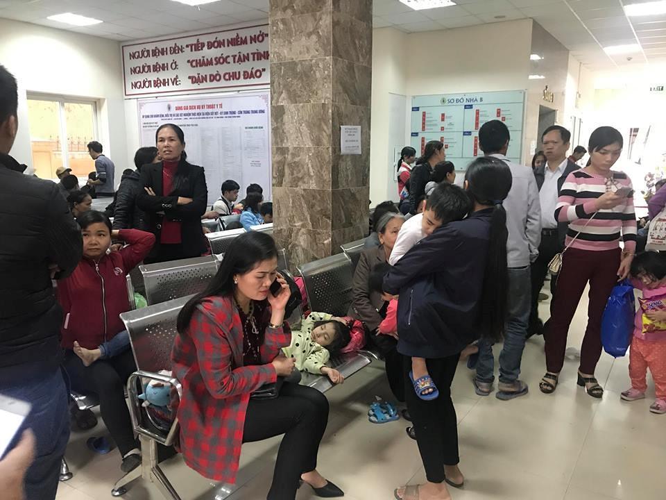 Bệnh viện quá tải vì trẻ ở Bắc Ninh ùn ùn đến xét nghiệm sán Ảnh 1
