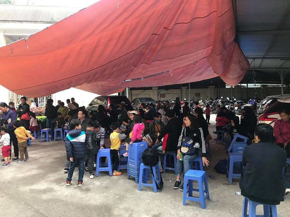 Bệnh viện quá tải vì trẻ ở Bắc Ninh ùn ùn đến xét nghiệm sán Ảnh 3