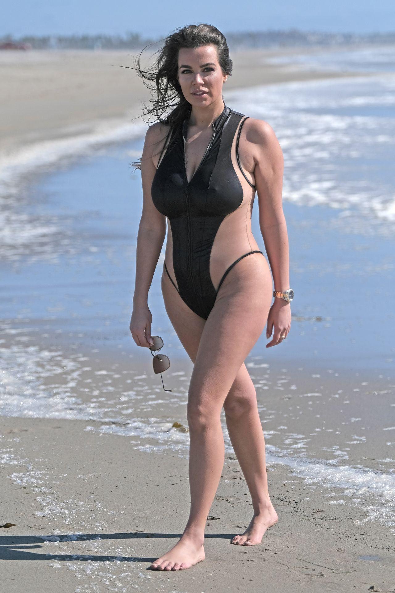 Người mẫu ngoại cỡ Ý khoe dáng phồn thực, nóng 'bỏng mắt' với áo tắm Ảnh 10