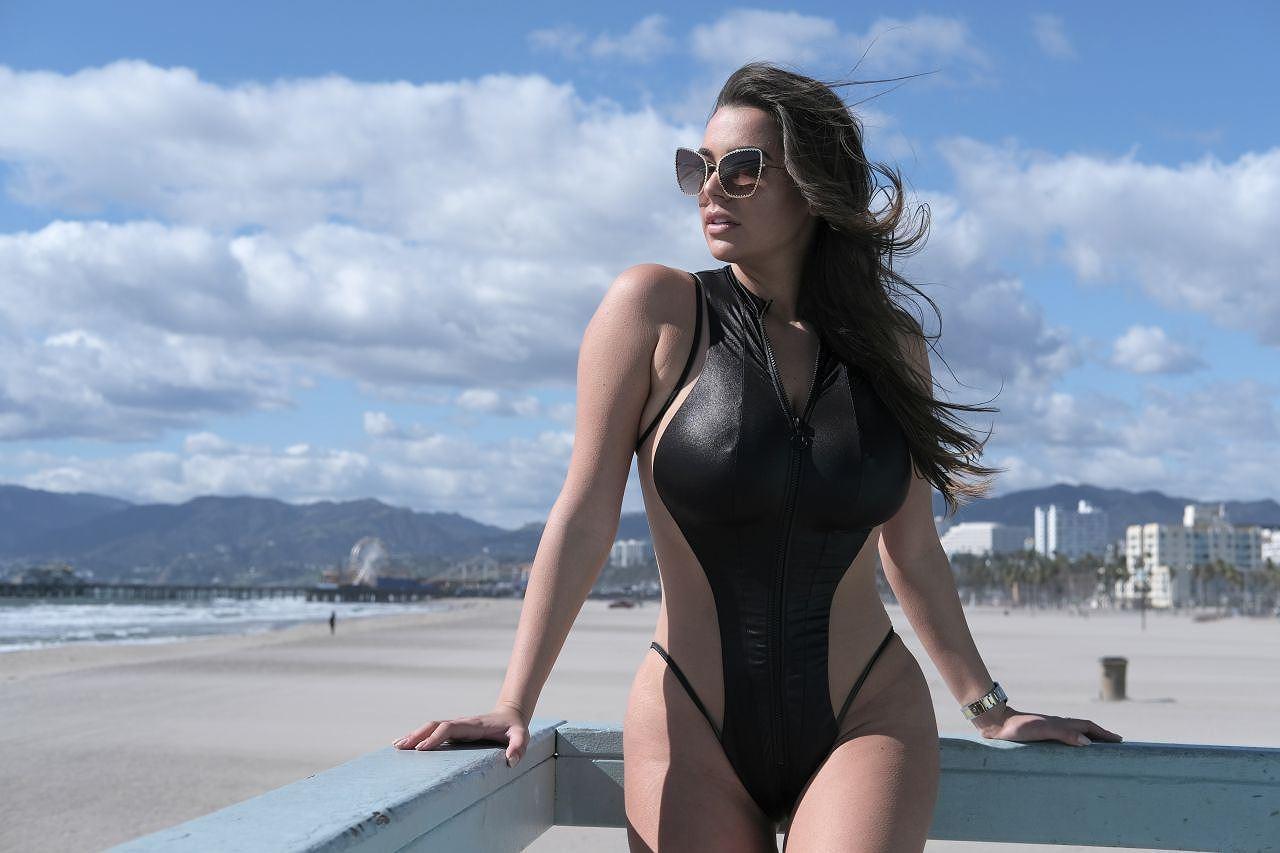 Người mẫu ngoại cỡ Ý khoe dáng phồn thực, nóng 'bỏng mắt' với áo tắm Ảnh 7