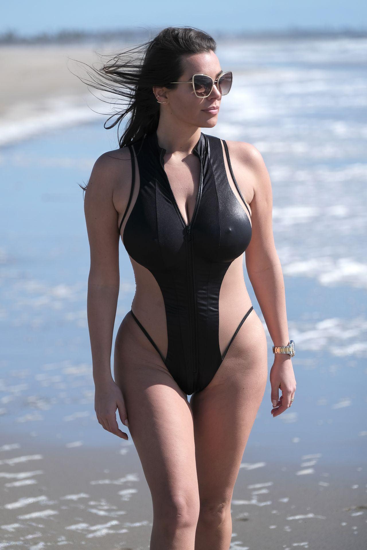 Người mẫu ngoại cỡ Ý khoe dáng phồn thực, nóng 'bỏng mắt' với áo tắm Ảnh 8