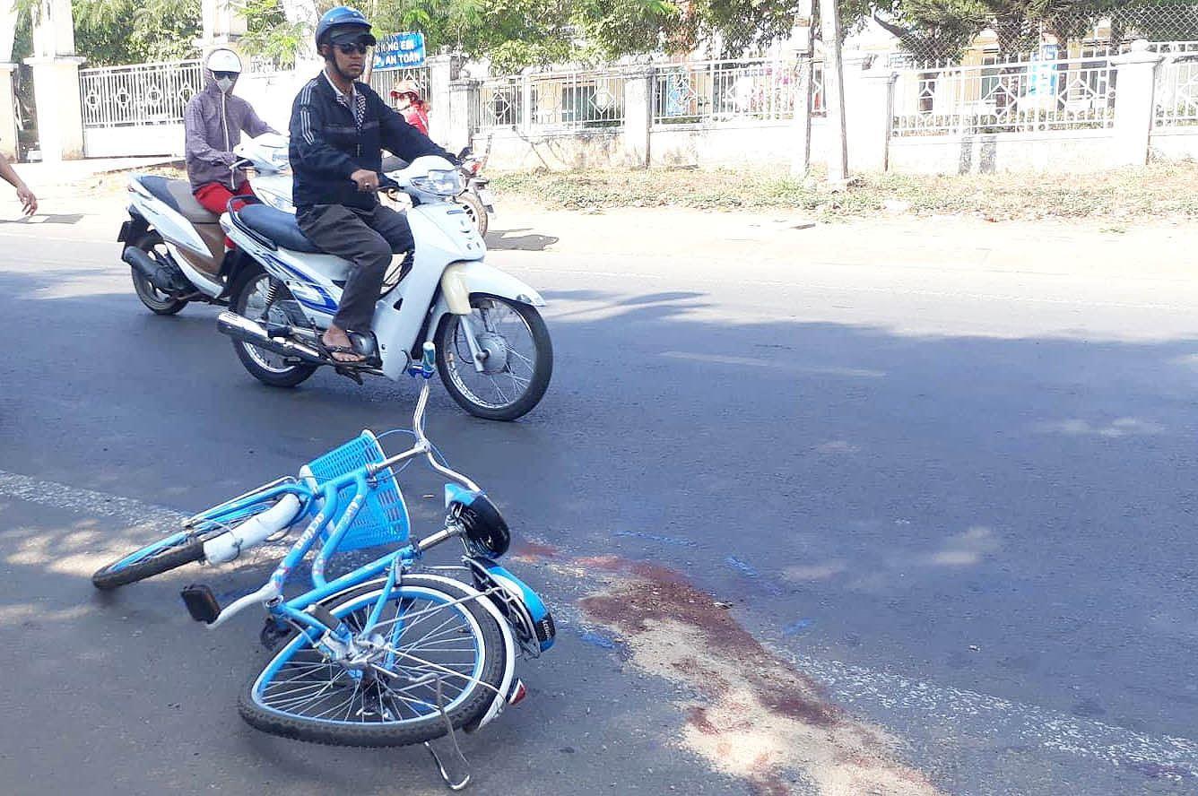 Nữ sinh lớp 7 bị tài xế lái xe khách tông tử vong Ảnh 1