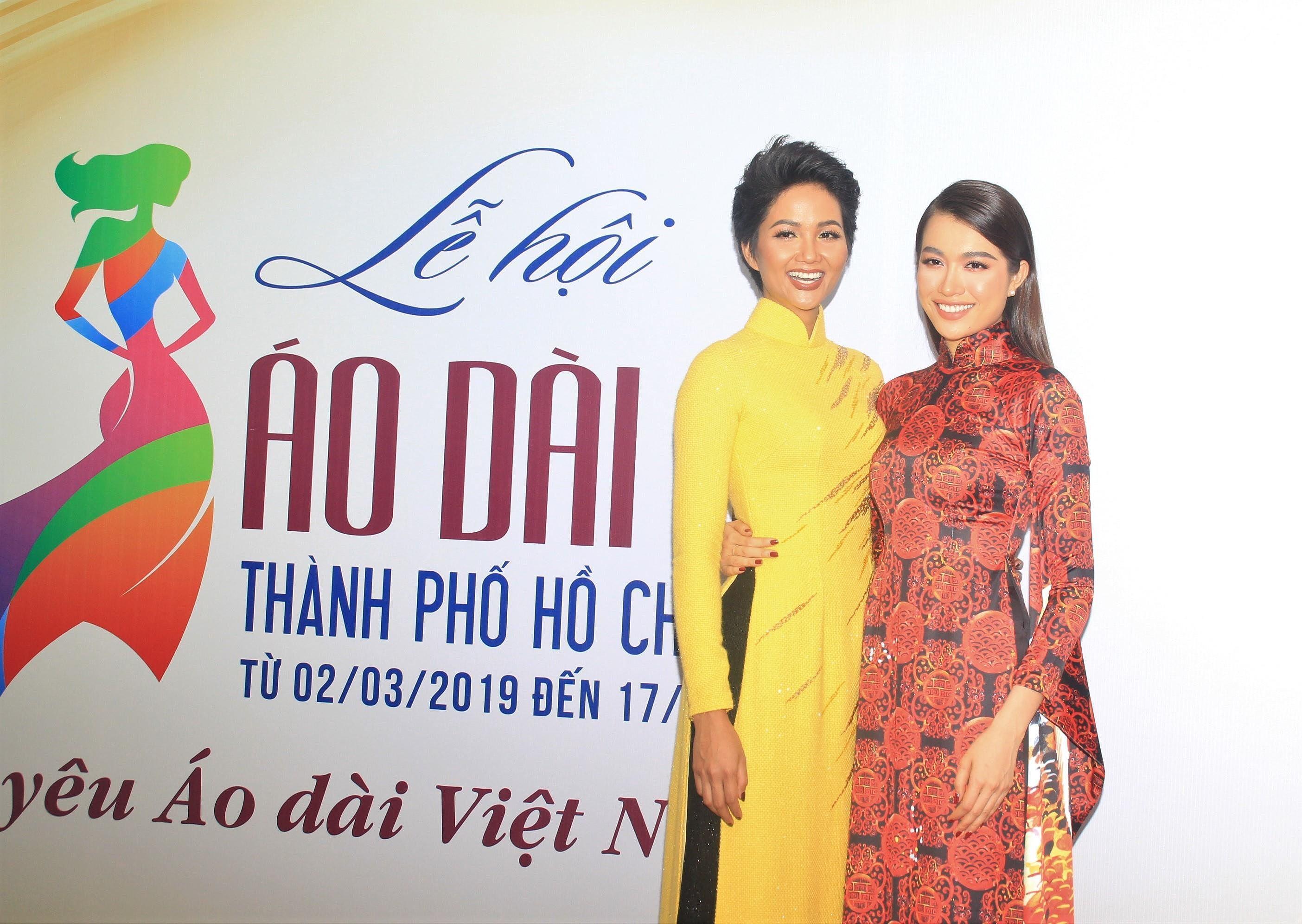 H'Hen Niê lộng lẫy diễn catwalk đêm bế mạc Lễ hội Áo dài TPHCM 2019 Ảnh 11