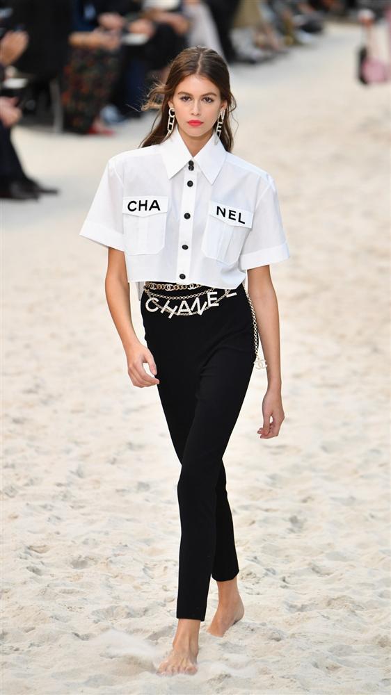 Lan Khuê và Phượng Chanel đụng hàng hiệu khiến fan được phen nhốn nháo Ảnh 1