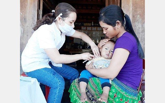 Hơn 850 trẻ em được tiêm vắc-xin phòng sởi Ảnh 1