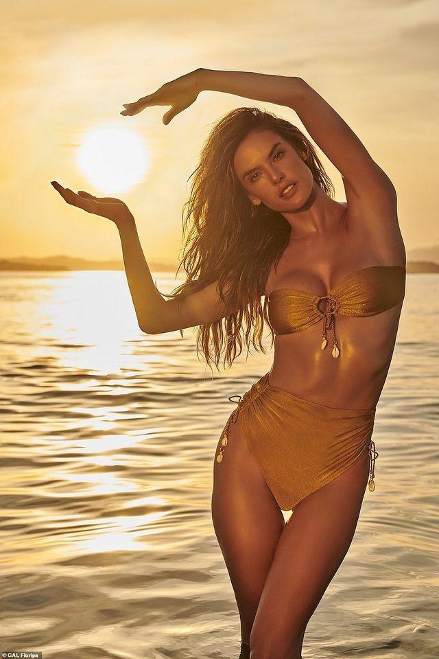 Siêu mẫu Alessandra Ambrosio diện bikini quyến rũ trên bãi biển Ảnh 8