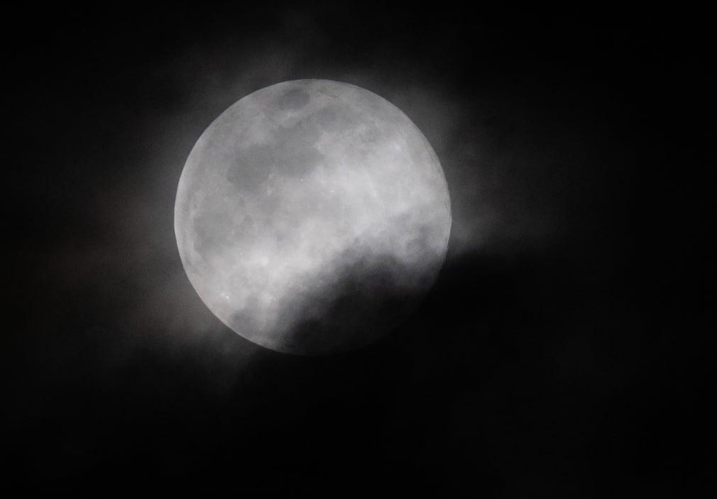 Siêu trăng cuối cùng trong năm 2019 thắp sáng bầu trời khắp nơi trên thế giới Ảnh 4