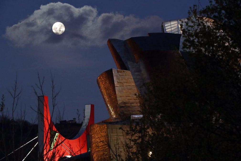 Siêu trăng cuối cùng trong năm 2019 thắp sáng bầu trời khắp nơi trên thế giới Ảnh 7
