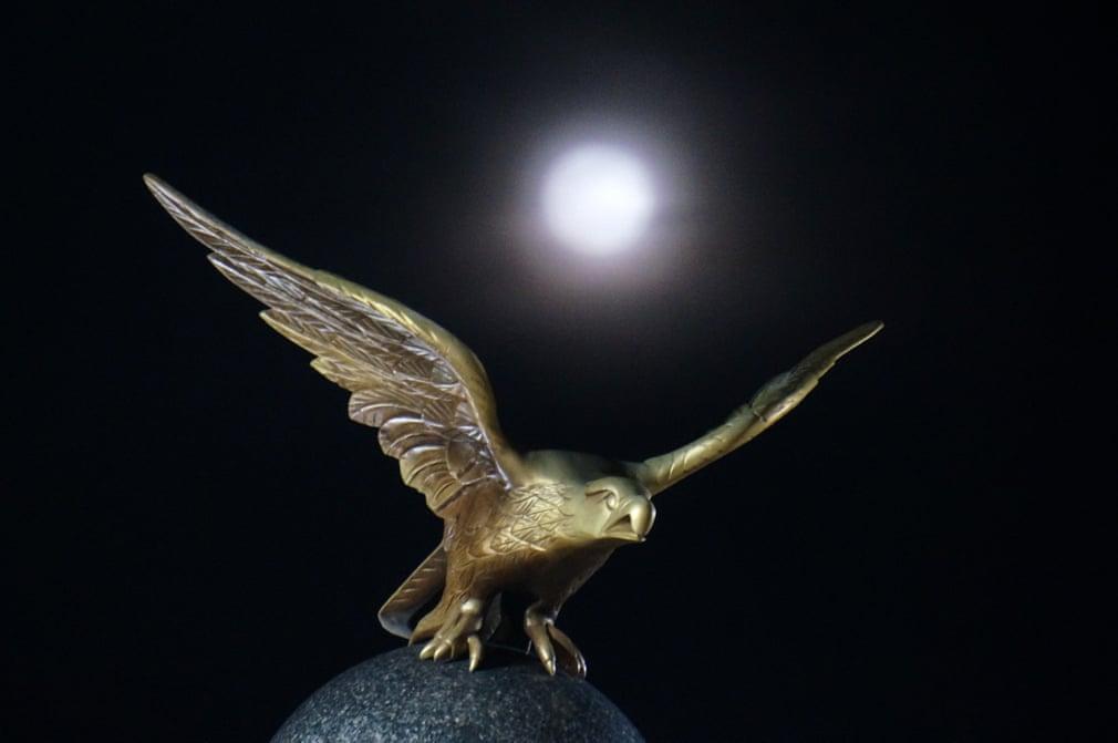 Siêu trăng cuối cùng trong năm 2019 thắp sáng bầu trời khắp nơi trên thế giới Ảnh 3
