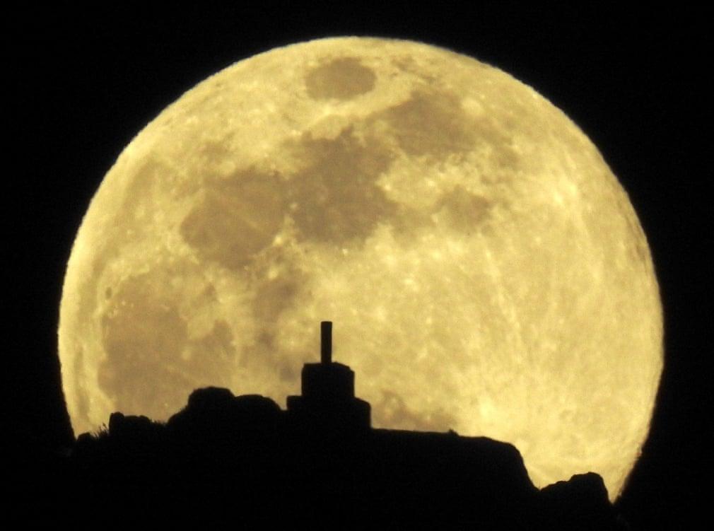 Siêu trăng cuối cùng trong năm 2019 thắp sáng bầu trời khắp nơi trên thế giới Ảnh 1