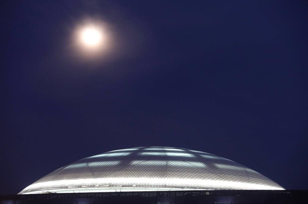 Siêu trăng cuối cùng trong năm 2019 thắp sáng bầu trời khắp nơi trên thế giới Ảnh 9