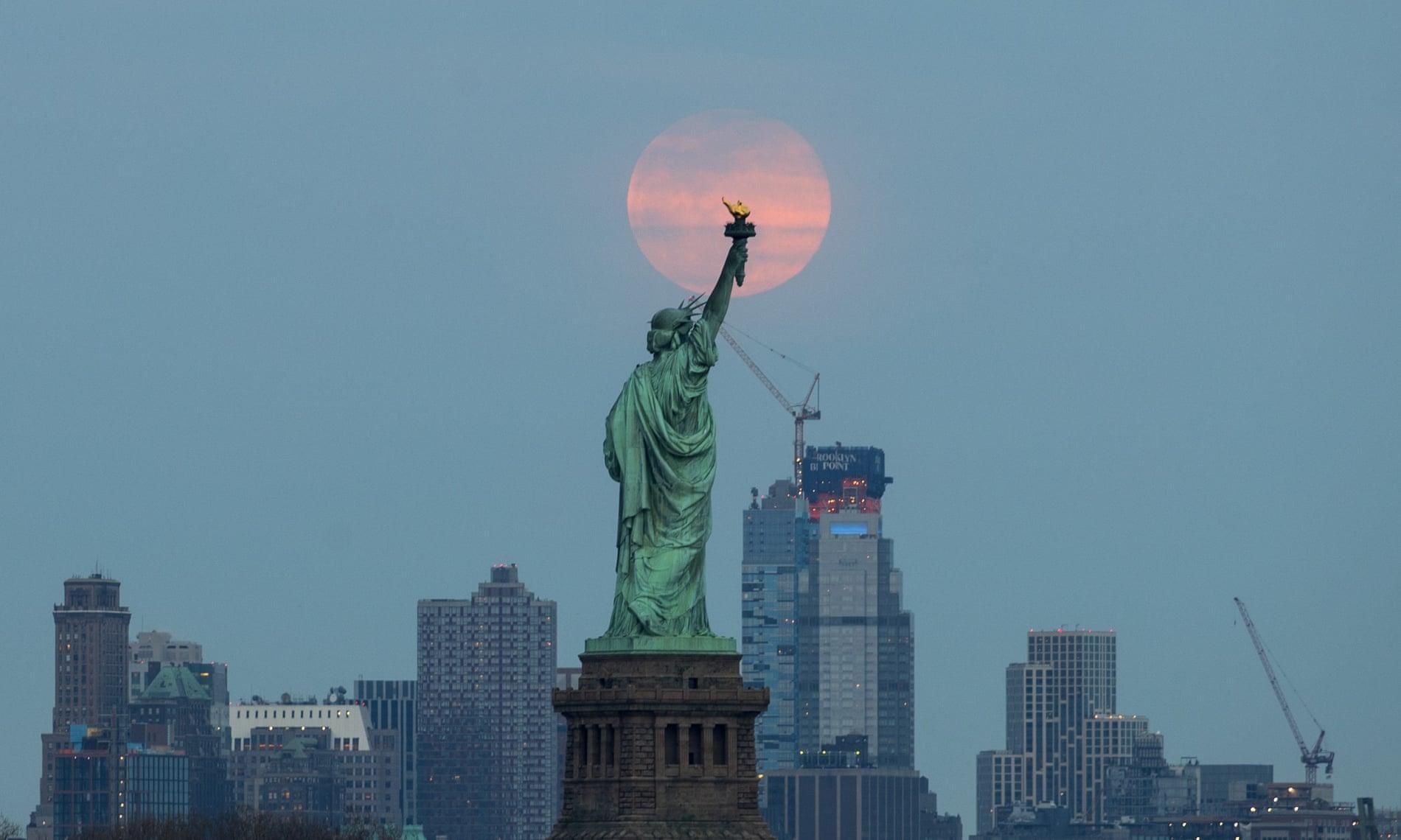 Siêu trăng cuối cùng trong năm 2019 thắp sáng bầu trời khắp nơi trên thế giới Ảnh 12