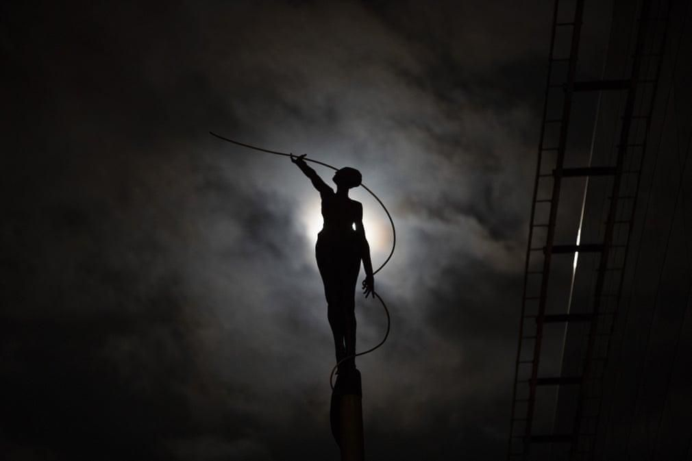 Siêu trăng cuối cùng trong năm 2019 thắp sáng bầu trời khắp nơi trên thế giới Ảnh 2