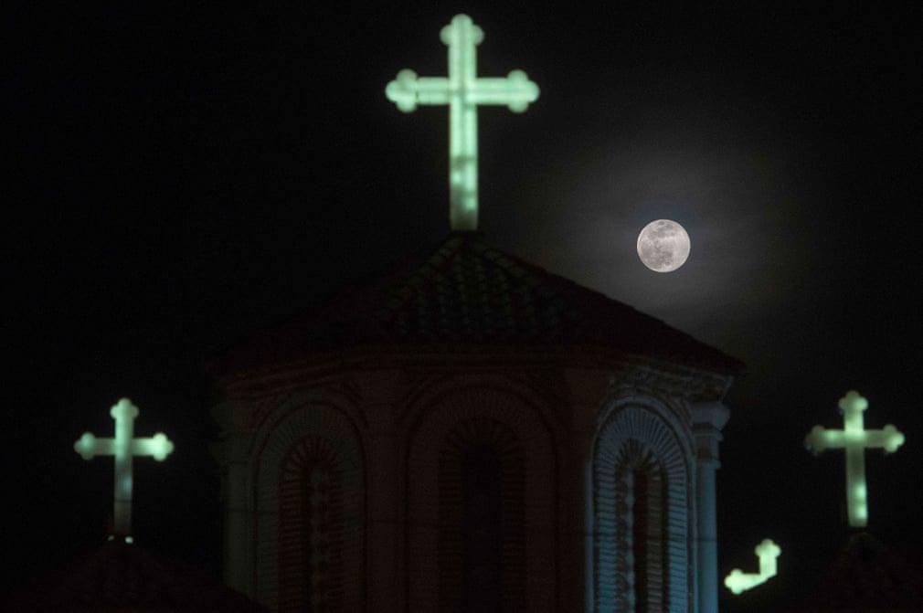 Siêu trăng cuối cùng trong năm 2019 thắp sáng bầu trời khắp nơi trên thế giới Ảnh 10
