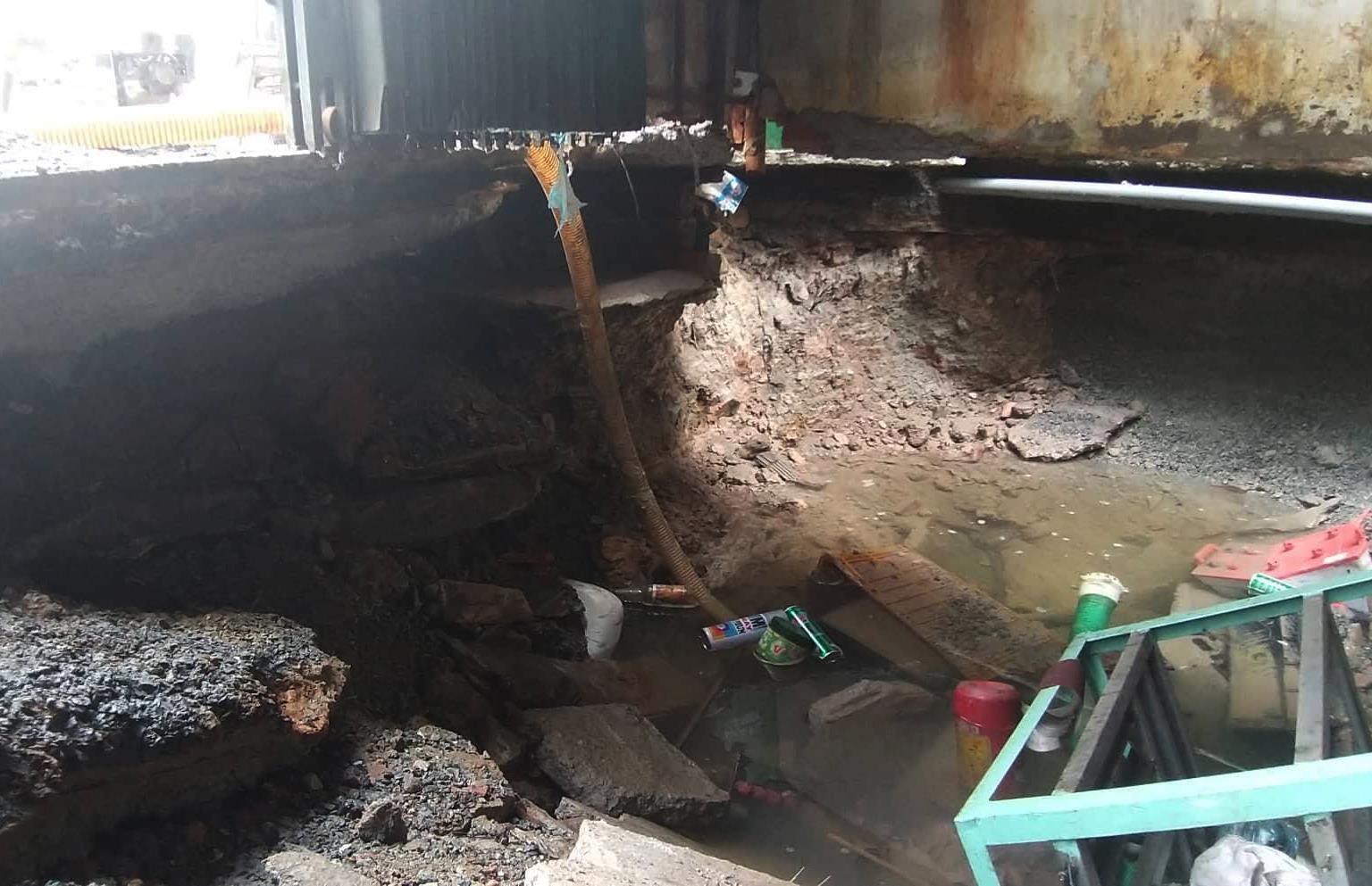 Vỡ đường ống cấp nước cho 3 quận ở Sài Gòn Ảnh 1