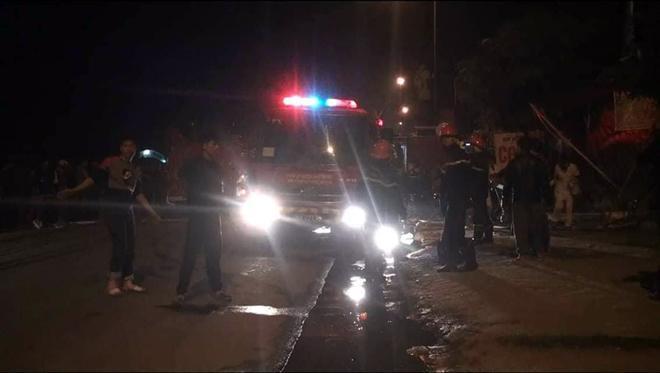 Cứu kịp thời một cụ bà mắc kẹt trong căn nhà 5 tầng bốc cháy dữ dội Ảnh 2
