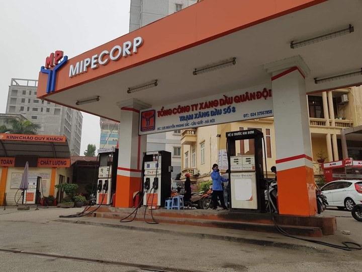 Nhiều cây xăng Hà Nội báo hết hàng, ngừng bán xăng RON 95 Ảnh 3