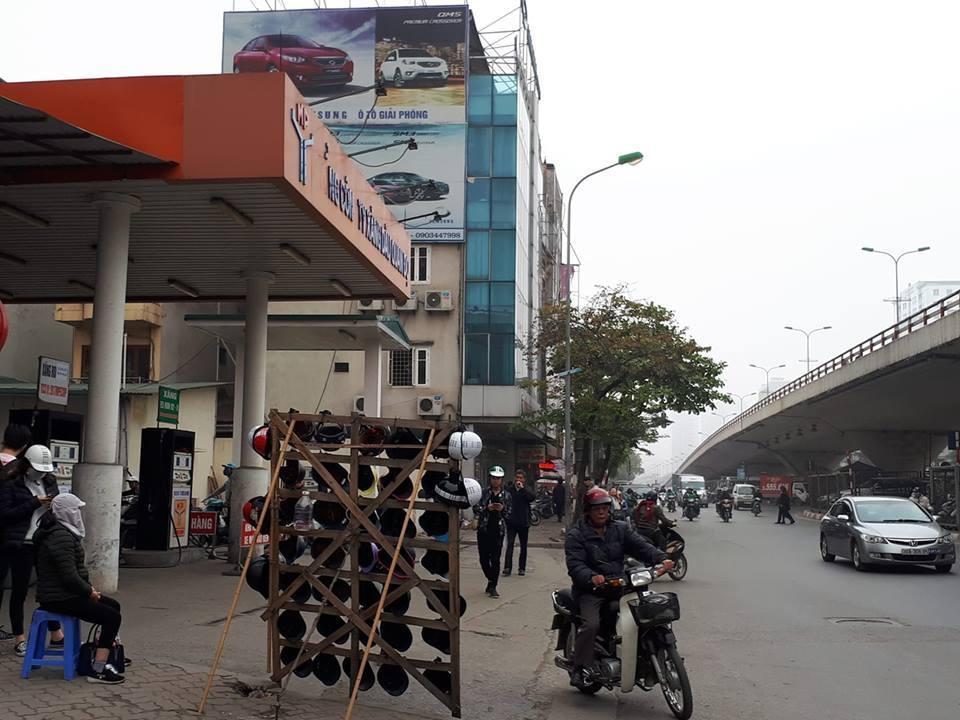 Nhiều cây xăng Hà Nội báo hết hàng, ngừng bán xăng RON 95 Ảnh 2