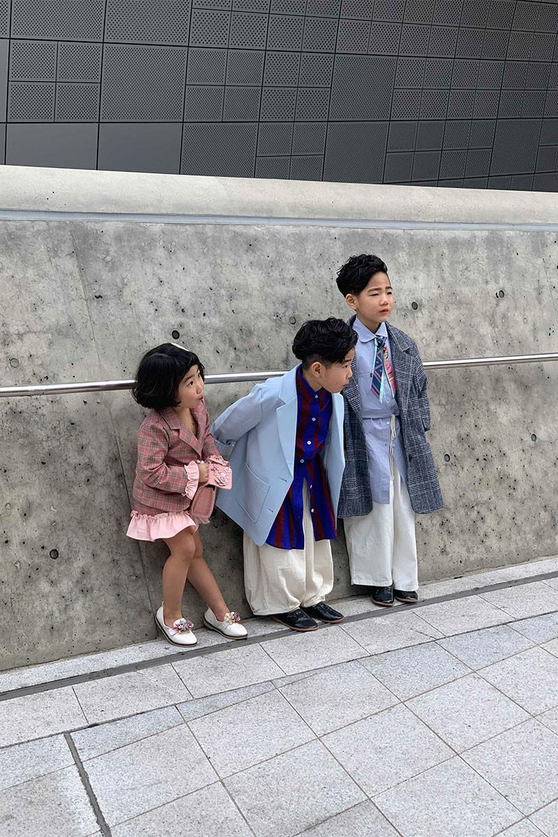 Ngắm thời trang cực sành điệu của các mẫu nhí tại Seoul Fashion Week Ảnh 11