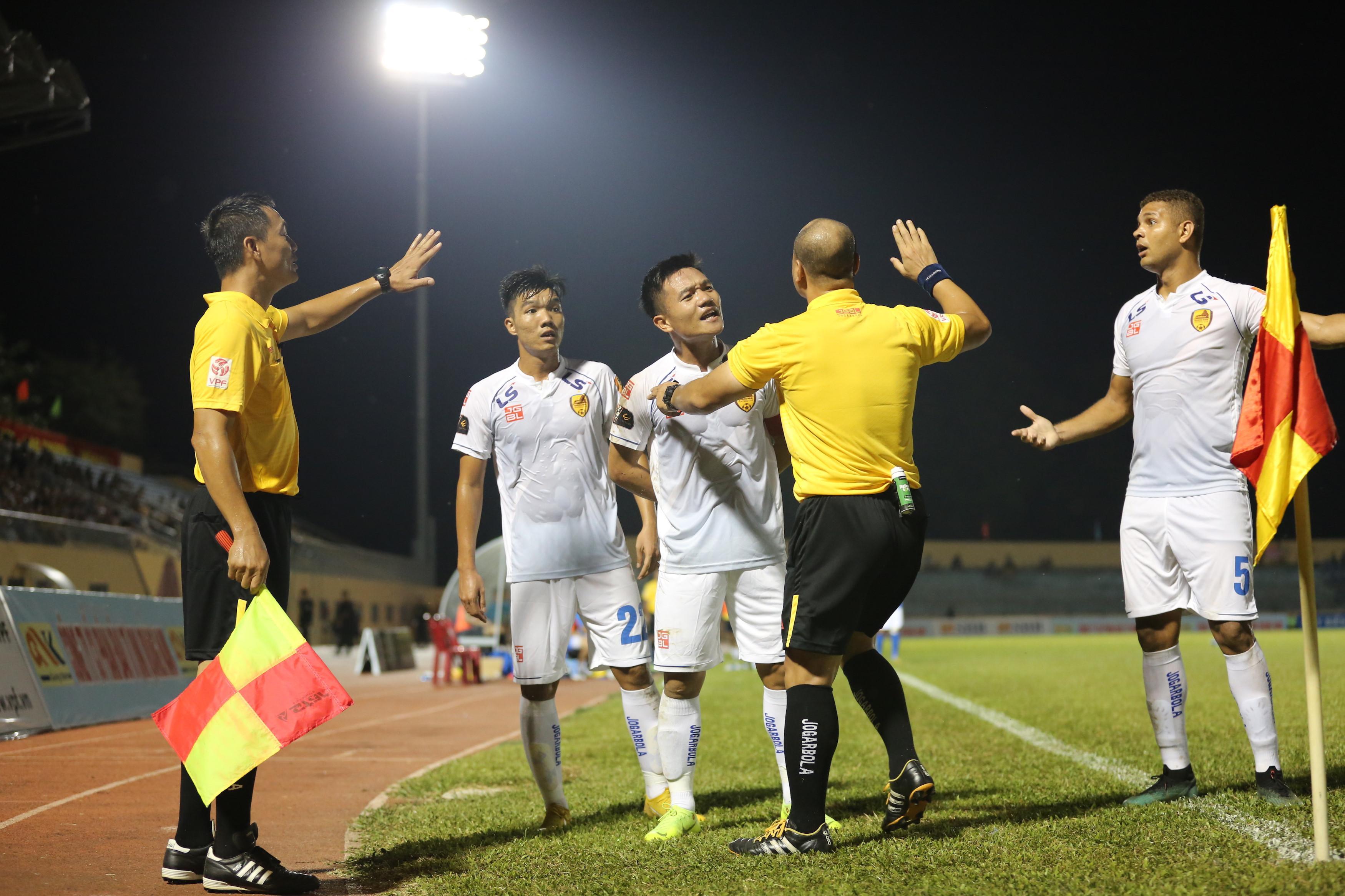 Mạc Hồng Quân giúp Than Quảng Ninh đánh bại cựu vương V-League Ảnh 2