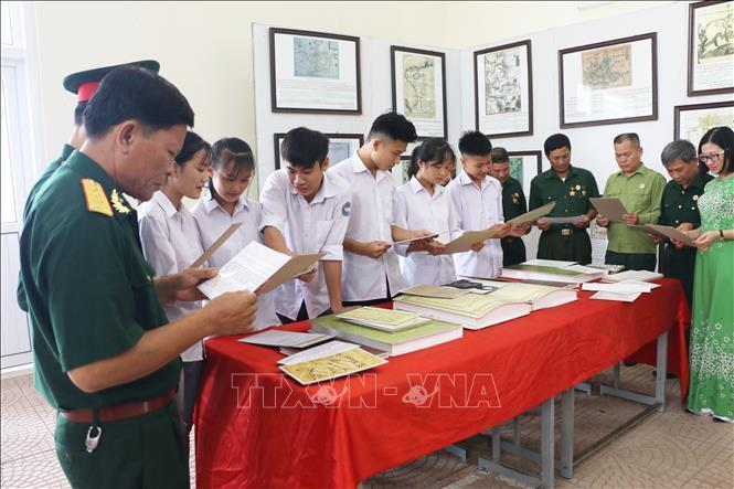 Trưng bày tư liệu về 'Hoàng Sa, Trường Sa của Việt Nam tại Hòa Bình Ảnh 2