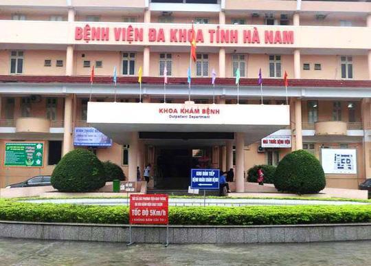 Cảnh sát bắt 5 bác sĩ, nhân viên Bệnh viện Đa khoa tỉnh Hà Nam Ảnh 1