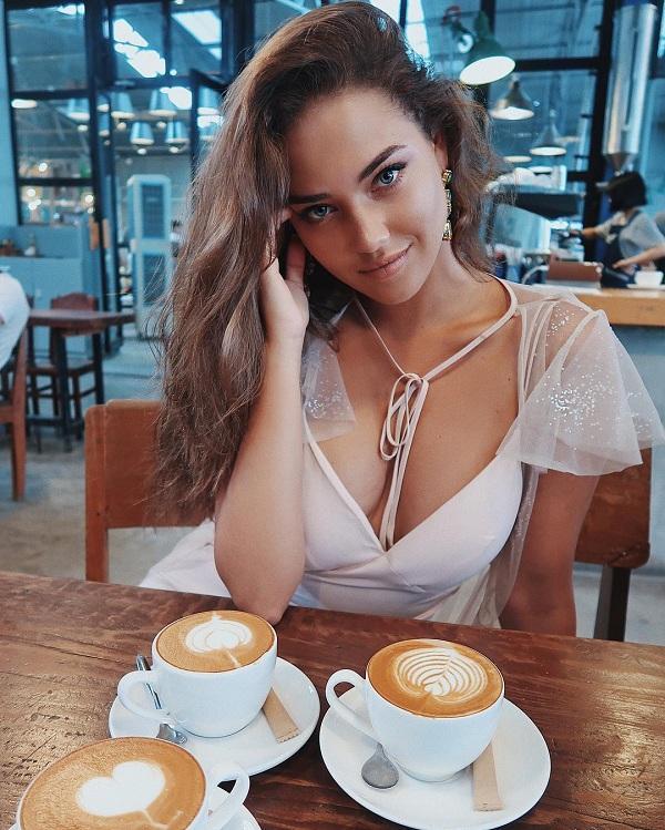 Mày râu loạn nhịp vì body bốc lửa và nụ cười hút hồn của nàng mẫu Nga Kristina Krayt Ảnh 1