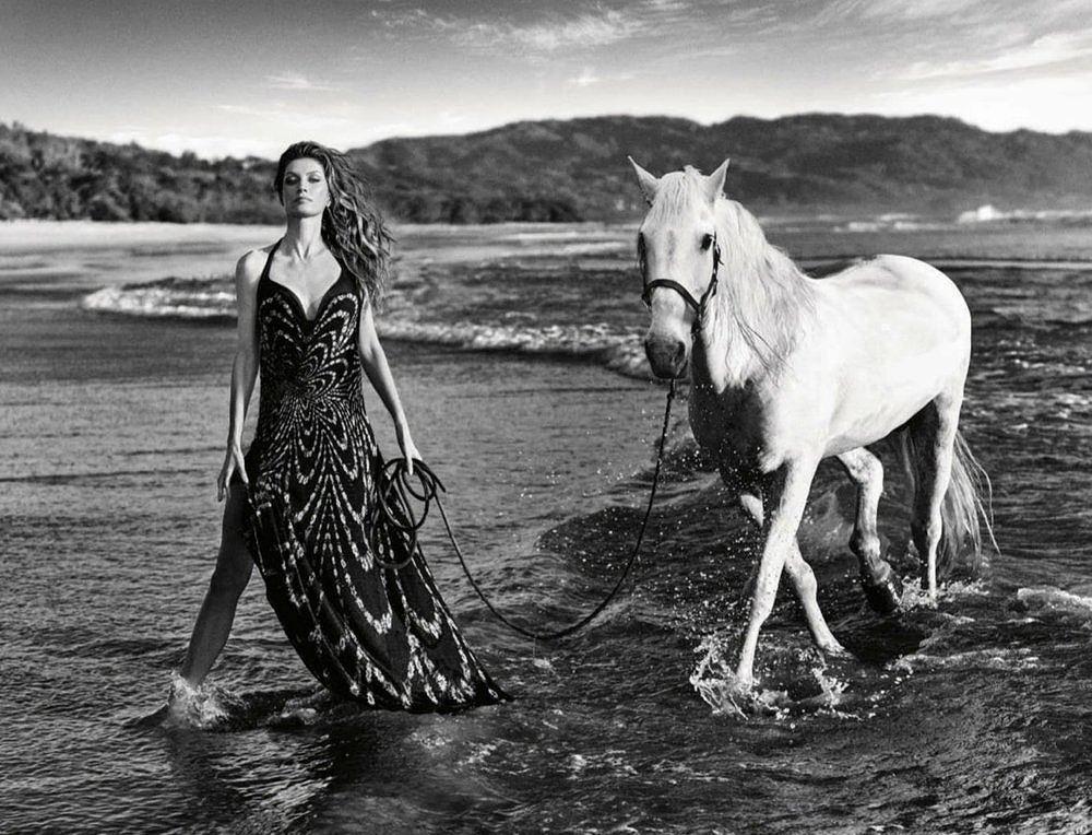 Siêu mẫu Gisele Bundchen hóa nữ thần biển cả táo bạo gợi cảm Ảnh 4